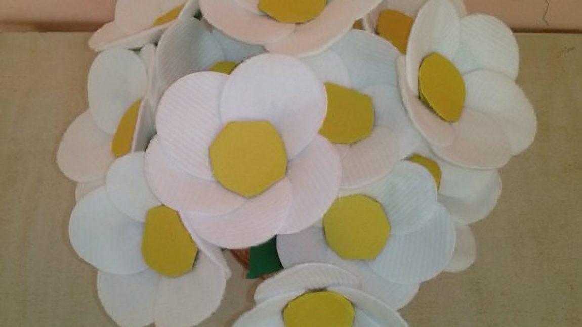 Поделки из цветов из ватных дисков 38