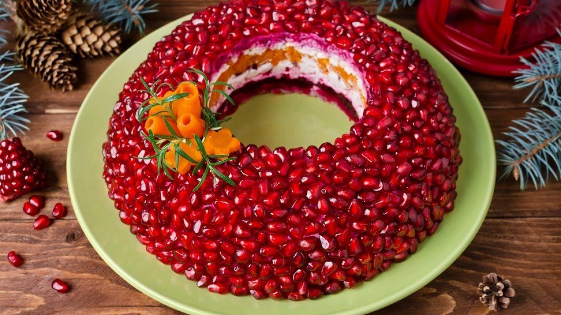 Новогодний сала «Гранатовый браслет» с мясом