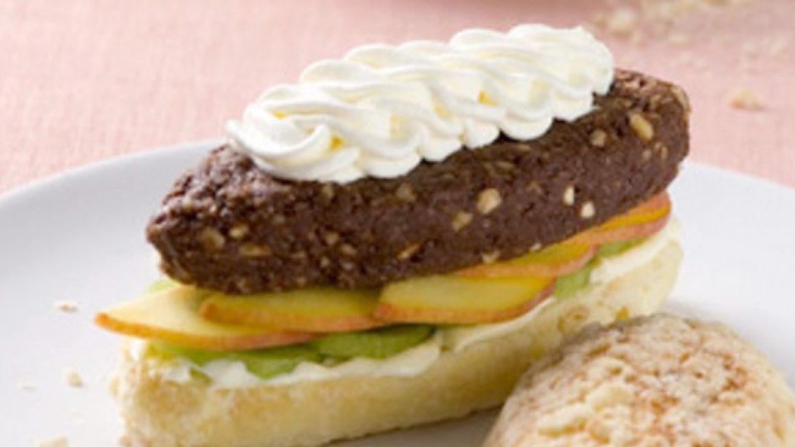 Готовим шоколадно-ореховый бутерброд