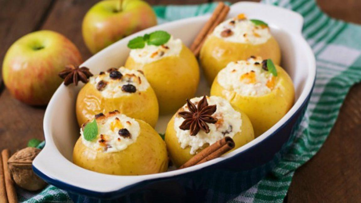 Яблоки запеченные с творогом и сухофруктами