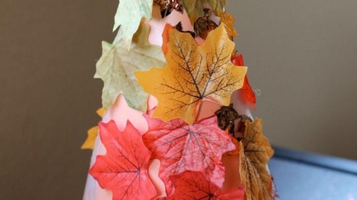 Осеннее дерево из конуса